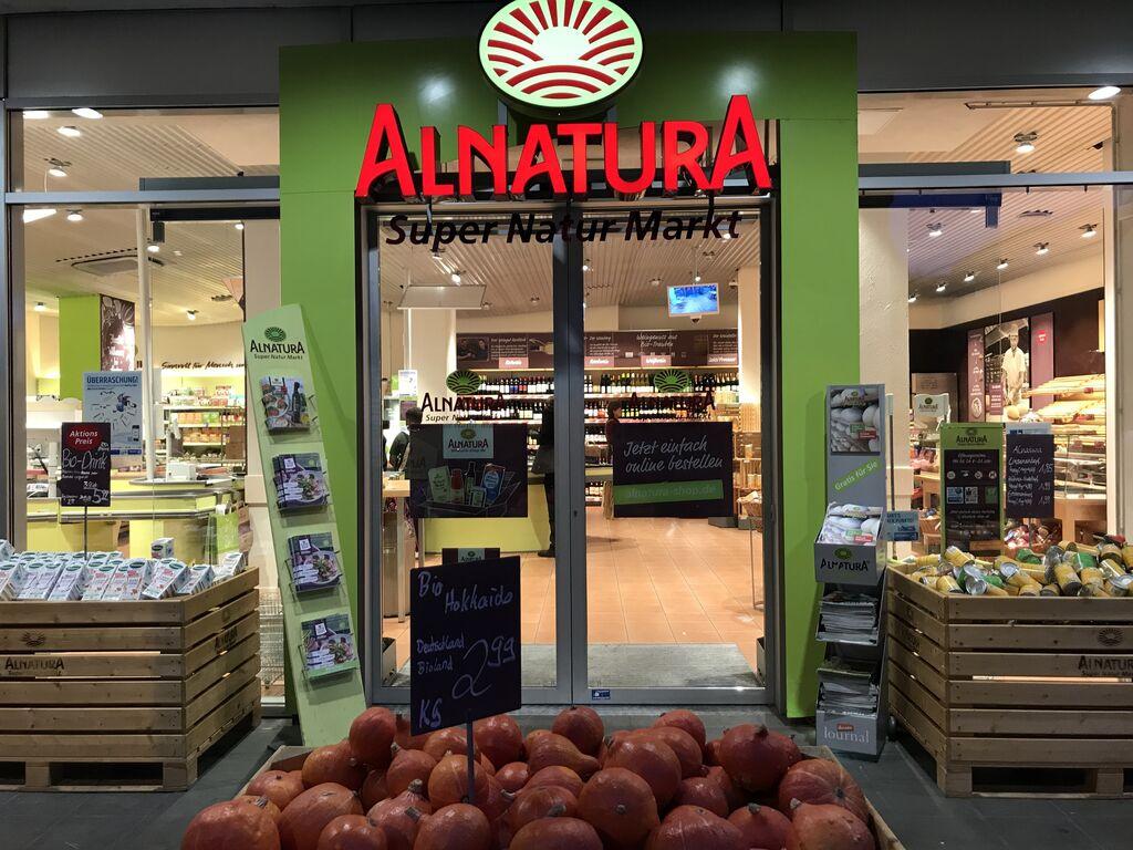Nos gusta visitar supermercados y en esta ocasión hemos viajado a Frankfurt (Alemania) para conocer Alnatura, una cadena de supermercados ecológicos muy conocida en el país germano.