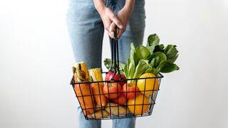 Pollo y fruta de temporada para subir la cuesta de enero