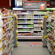 Interior de un supermercado Mega Image