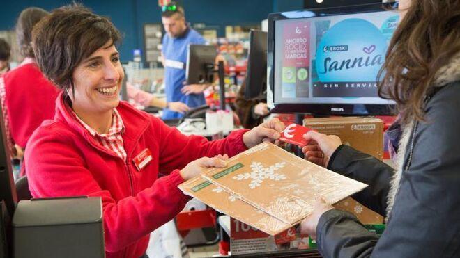 Eroski se 'viste' de Navidad con su campaña Estrella Solidaria