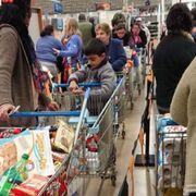 Largas colas en Navidad: ¿un freno para las compras?