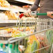 La cesta de la compra se reduce y los precios salvan los muebles