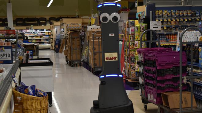 Robot Marty en una tienda Giant