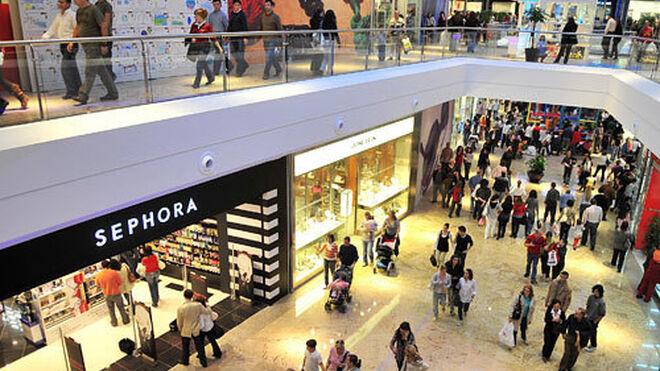 Ligero impulso de las visitas a centros comerciales en enero