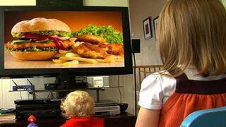 La OCU 'dispara' contra la publicidad infantil de alimentos poco saludables