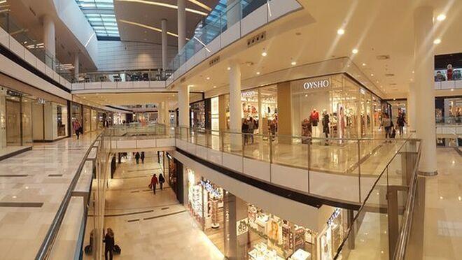 El buen tiempo hace que se desplomen las  visitas a los centros comerciales