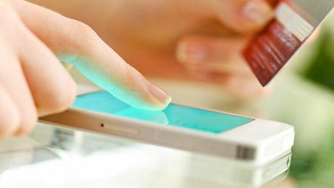 El smartphone aún no reina en España en las compras online