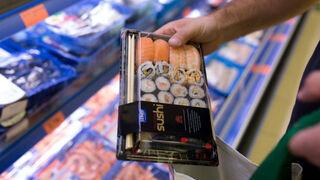 Bandeja de sushi en un supermercado de Mercadona