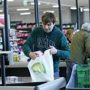 Mercadona adelanta en Canarias su retirada de las bolsas de plástico