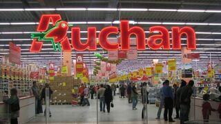 Polémica por la venta de riñoneras con símbolos nazis en Auchan Polonia