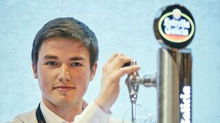 Miguel Pampín, el mejor tirador de cerveza de España con 20 años