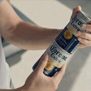 Lucha contra el plástico: Corona lanza sus latas 'enroscables'