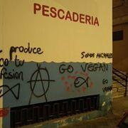 Los radicales veganos la toman a pintadas con los súper granadinos