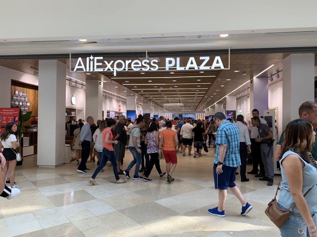 Entrada de AliExpress Plaza en CC intu Xanadú