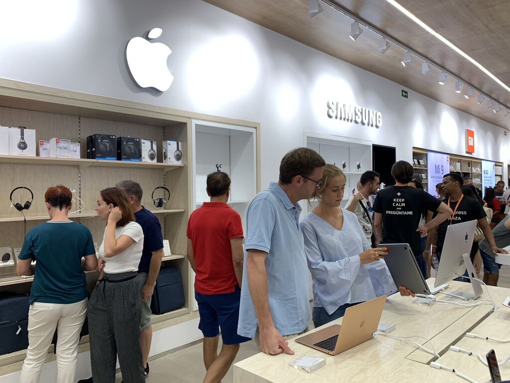 Apple también presente y con mejores precios, lo cual no es fácil de ver...