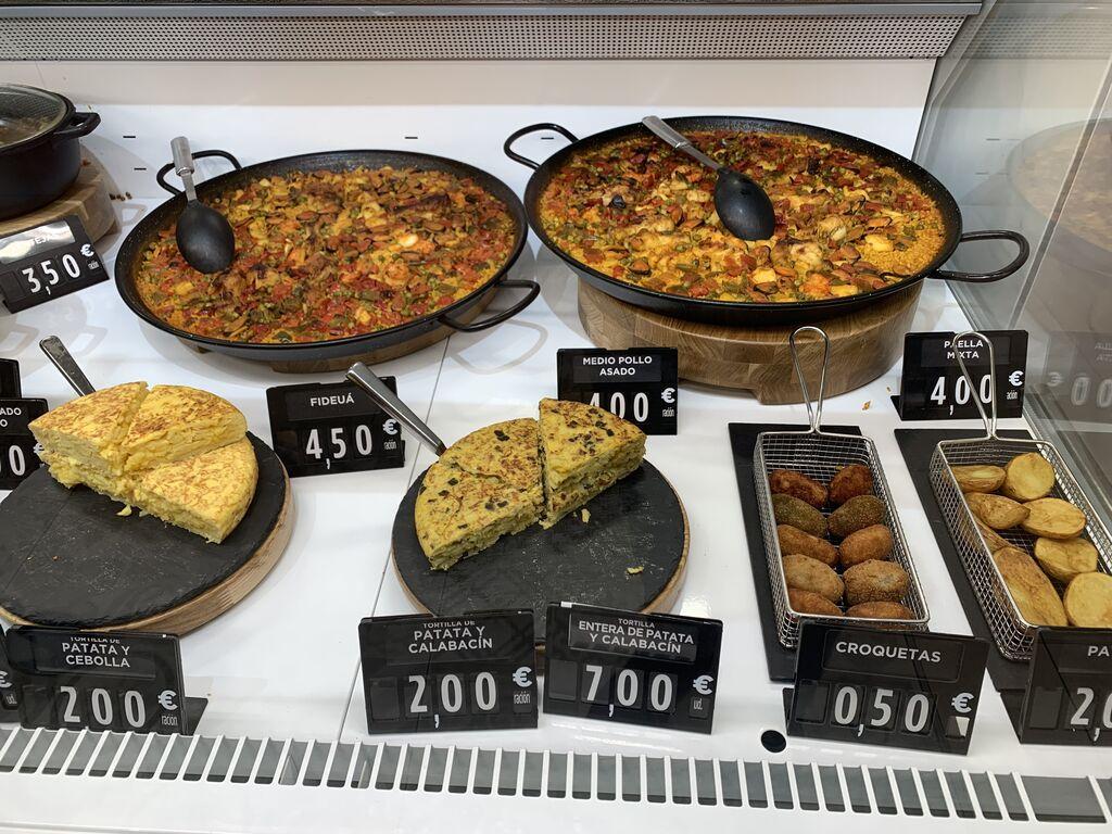 Paella, tortilla de patata de huevo, croquetas...