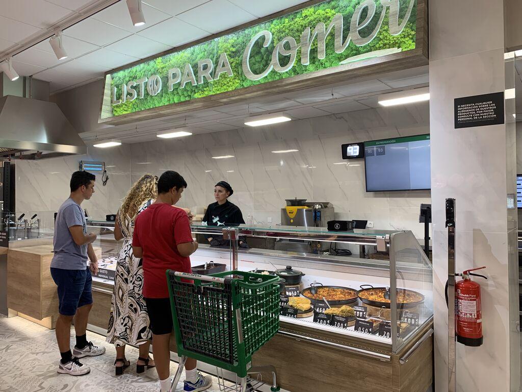 """Mostrador de la sección """"Listo para Comer"""" de Mercadona, en castellano y sin anglicismos del tipo """"Ready to Eat"""". Tienda en Las Tablas (Madrid)"""