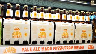 Un supermercado convierte el sobrante del pan en cerveza