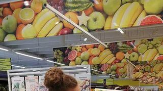 empleada de un supermercado S-market