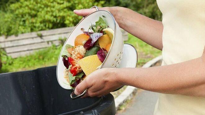 Los jóvenes de 25 a 34 años, los que más comida tiran a la basura