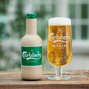 Carlsberg presenta sus botellas de cerveza hechas de papel