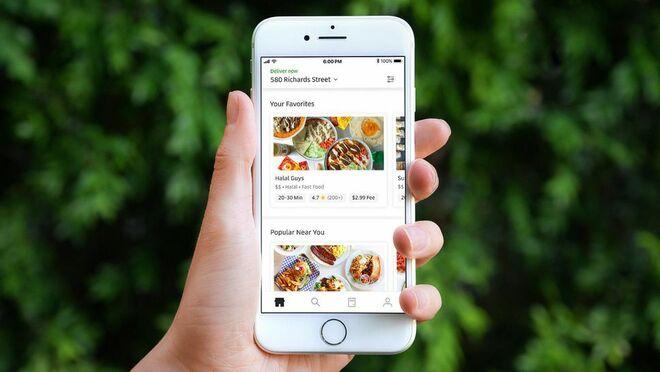 Los españoles usan poco las Apps de comida a domicilio, según la OCU