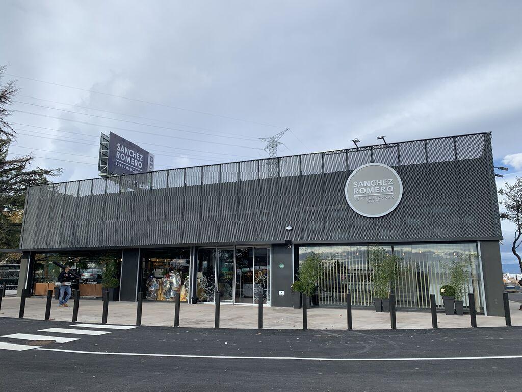 Supermercado Sánchez Romero en la urbanización Pinnea de Majadahonda