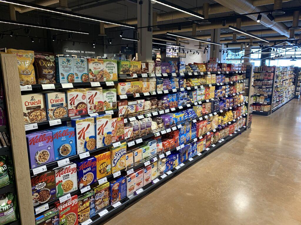 En el centro de la tienda la alimentación seca. Sólo marcas premium. Sin MDD.