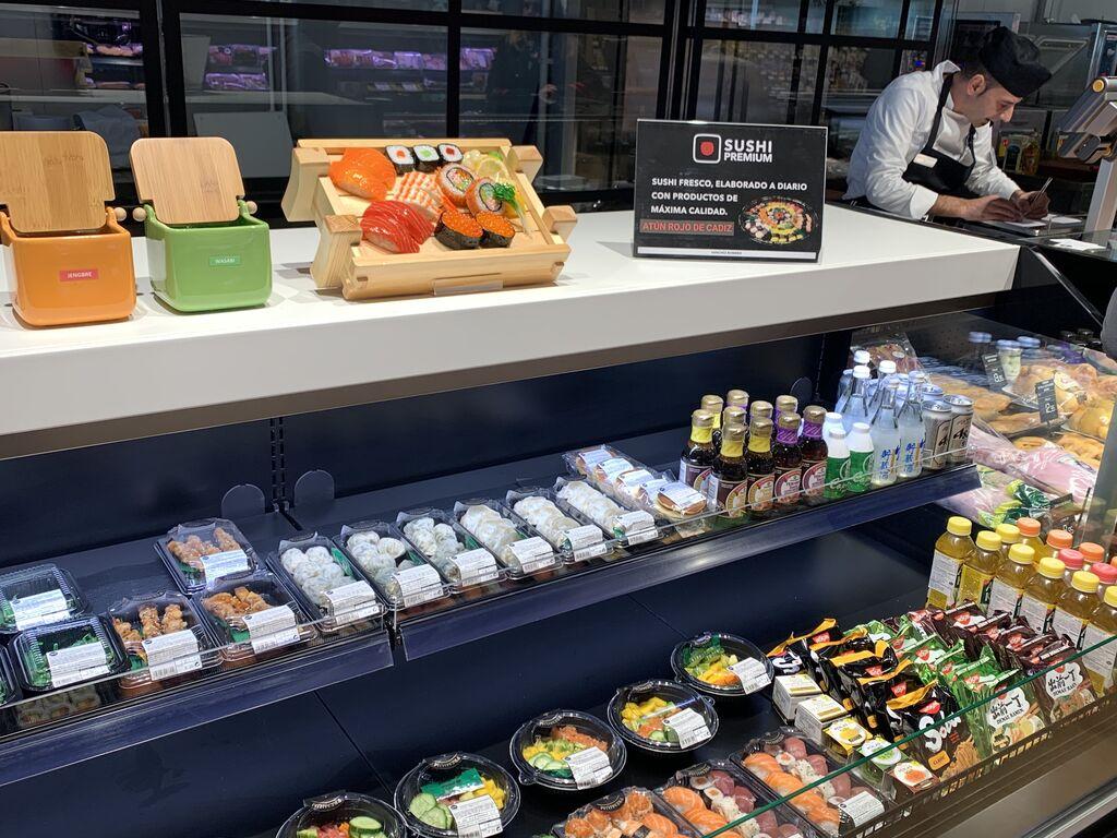 Sushi hecho en tienda con atún de Cádiz y arroz importado de Japón.