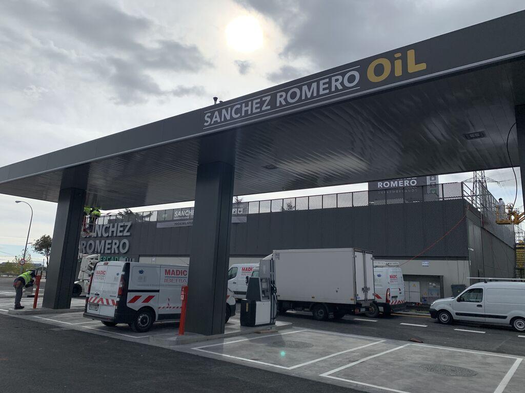 """La primera gasolinera """"Sánchez Romero Oil"""", la única MDD del supermercado"""
