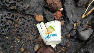 El drama del plástico: el envase de yogur Danone que resistió 40 años