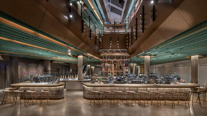 Starbucks abre su tienda más grande del mundo