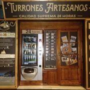 Jijona estrena la primera máquina expendedora de turrón de España
