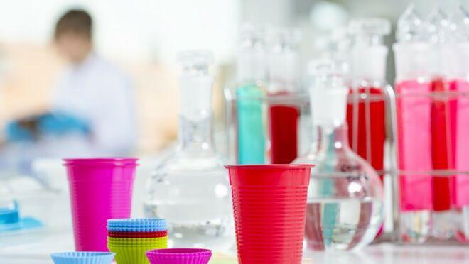 Estudian la posible toxicidad de plásticos en contacto con alimentos