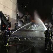 El fuego destruye 5.000 metros del Hiper Usera de Torrejón de la Calzada (Madrid)