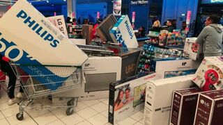 Televisores a 30 euros: caos en un híper Casino por un error en el etiquetado