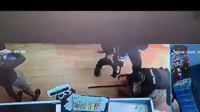 Policías con metralletas frustran un atraco a un supermercado en Madrid