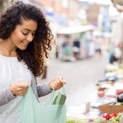 Guerra al plástico: desarrollan bolsas a partir de almidón de patata