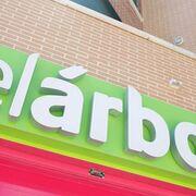 Polémica en Áviles por el 'desahucio' de un supermercado El Árbol de Dia