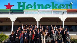 Heineken reduce el 30% el peso de su botella de vidrio desde el 2000
