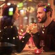El vino blanco se impone en las cenas de San Valentín