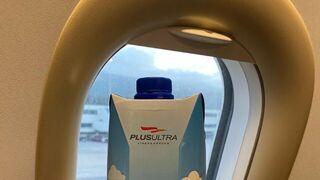 El agua envasada en cartón Only Water despega en los aviones de Plus Ultra