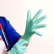 Higiene contra el coronavirus: los guantes de nitrilo, vinilo y látex
