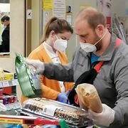 Austria prohíbe entrar al supermercado sin mascarilla