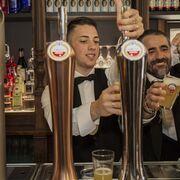 Cruzcampo y Amstel donan 15 millones de cañas para apoyar a bares y restaurantes