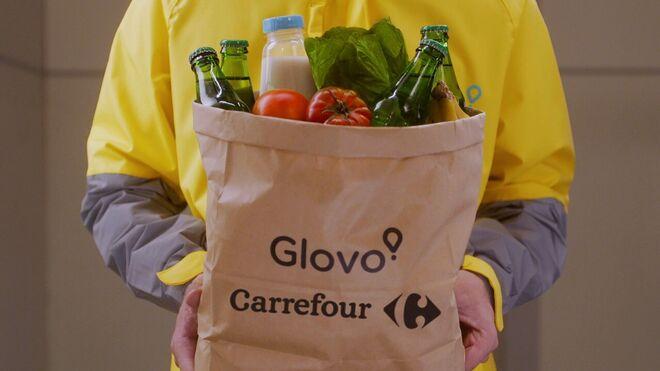 Carrefour amplía su alianza con Glovo en estaciones de Cepsa