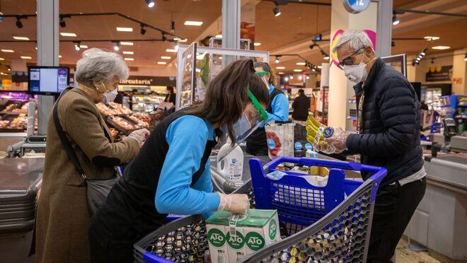 Crece la compra de alimentos en supermercados y tiendas tradicionales