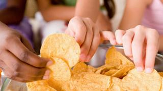 """La OCU alerta del aumento del consumo """"poco saludable"""" durante el confinamiento"""