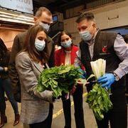 Los reyes de España piden un aplauso para el sector alimentario