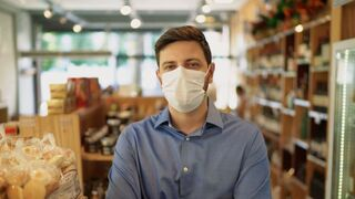 Dudas sobre el uso obligatorio de mascarillas: alimentos y terrazas